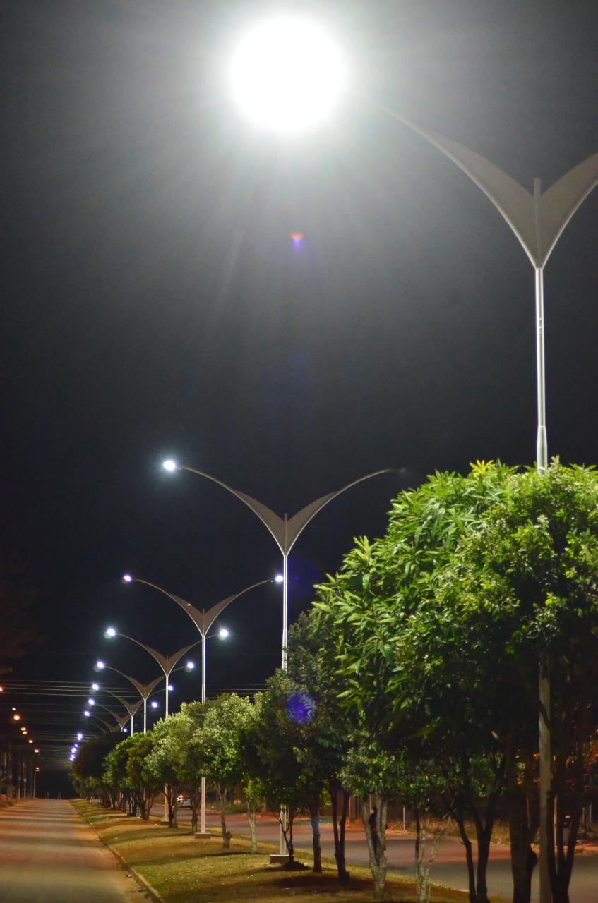 Mais LED em Vilhena: Moisés de Freitas recebe nova iluminação na avenida Melvin Jones