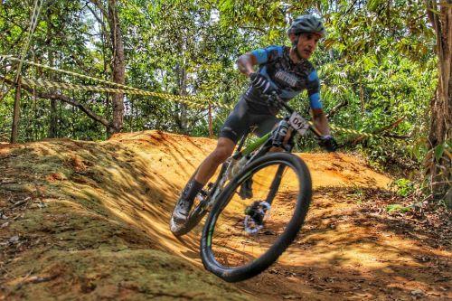 EVENTO ESTADUAL REUNIU cerca de 150 atletas em evento de ciclismo MTB