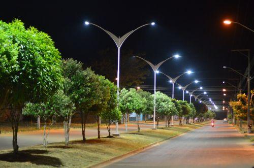 ILUMINACAO NOVA NO Moises de Freitas faz parte de grande iniciativa de renovacao das luminarias da cidade