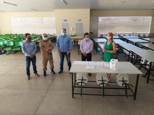 IFRO entrega álcool 70% para Prefeitura: unidades de Saúde receberão produto para contribuir com higienização