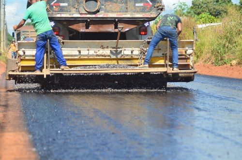Canteiros de obras em diversos bairros de Vilhena garantem continuidade de grandes projetos de infraestrutura
