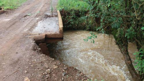 Chuvas deterioram pontes e bueiros no município