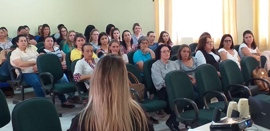 ESCUTA QUALIFICADA: TEMA DE FORMAÇÂO DE PROFESSORES EM CÂNDIDO DE ABREU