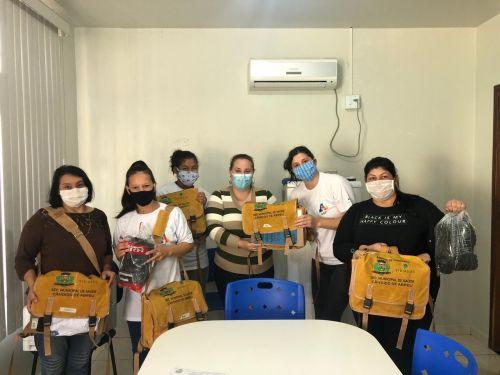 Agentes comunitários de saúde recebem materiais