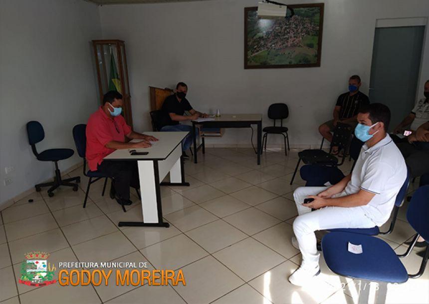 Godoy Moreira x Covid-19