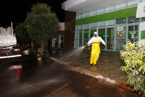 Prefeitura inicia pulverização na cidade para minimizar infecções com o novo coronavírus