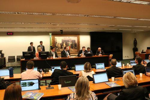 AMP mobiliza Prefeitos do Paraná em favor da unificação das eleições no país.