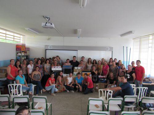 Prefeito entrega equipamentos para as escolas e CEMEIs de Pérola