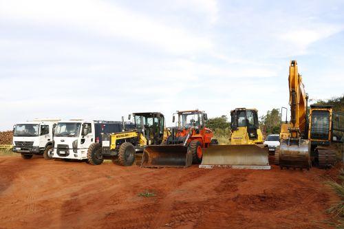 Governo do Paraná amplia convênio com o Consórcio CIBAX para readequação de estradas rurais.