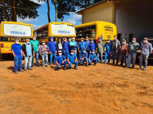 Instituto Sicoob entrega máscaras à servidores públicos de Pérola.