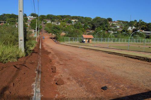 Quinta do Sol continua pavimentação de ruas com pedras irregulares