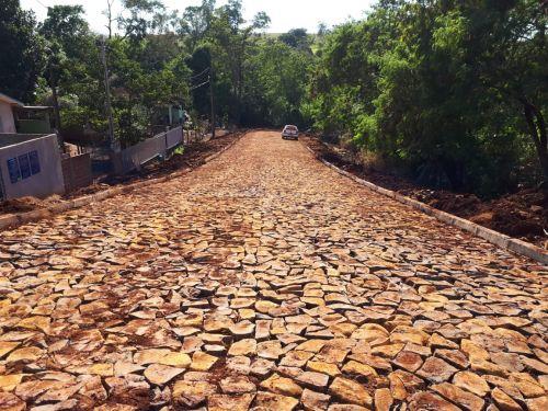 Prefeitura de Quinta do Sol dá continuidade à pavimentação com pedras irregulares