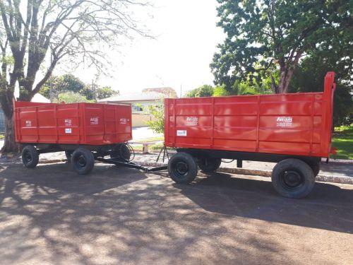 Prefeitura de Quinta do Sol recebe duas carretas agrícolas