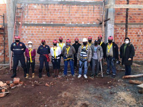 Servidores do Departamento de Obras recebem treinamento  sobre  Equipamentos de Proteção Individual (EPI)  e Trabalho em Altura.