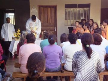 Toda 1ª quarta-feira do mês é realizada uma missa no lar dos idosos