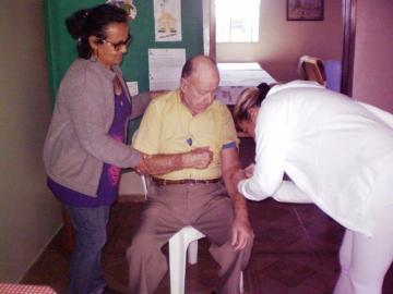 1 vez por semana há acompanhamento da Secretaria Municipal de Saúde