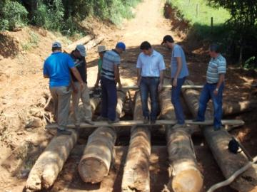 Finalizada construção da ponte na estrada do bairro Água Morna