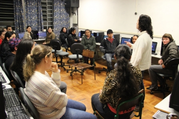 60 curiuvenses terão aula de informática gratuita na Escola Municipal Alvina Prestes