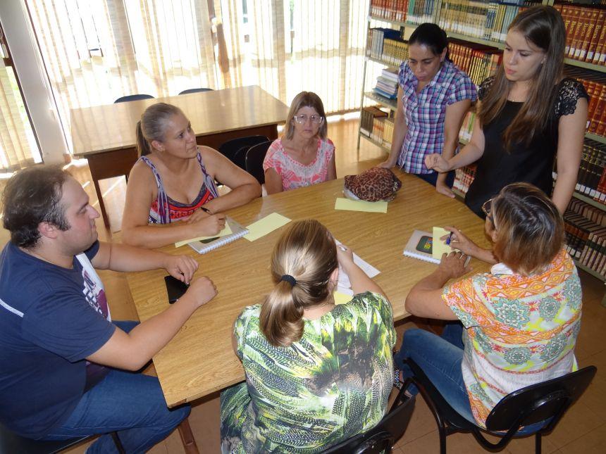 Professores participam de programa em parceria com o Sicoob