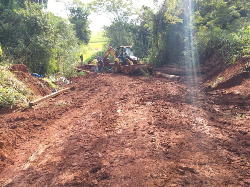 Prefeitura reforma mais um ponte rural