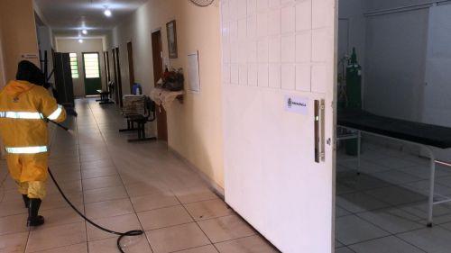 LIMPEZA E DESINFECÇÃO DO AMBIENTE HOSPITALAR.