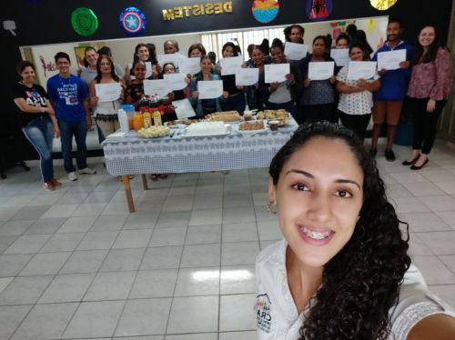 Entrega de Certificados do curso Técnicas de Atendimento de Supermercado