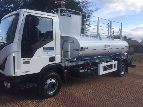 Prefeitura recebe caminhão 0 KM
