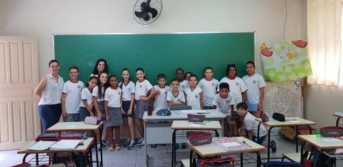 Prefeitura de Flórida entrega uniformes e kits escolares para alunos da rede municipal de ensino
