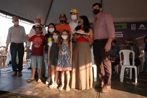 Sonho da casa própria é realizado para 32 famílias em Flórida