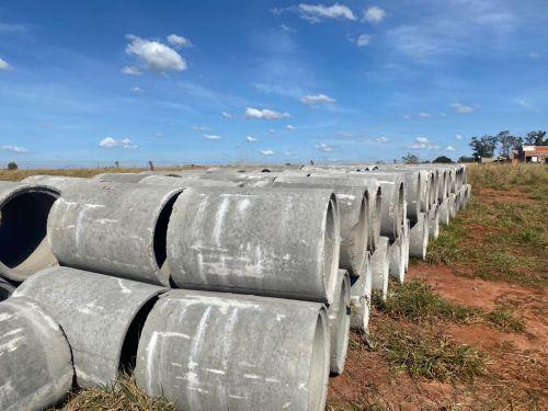 Município de Flórida recebe tubos de concreto para as futuras obras das 32 moradias