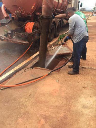 Limpeza de bueiros e rede de esgoto