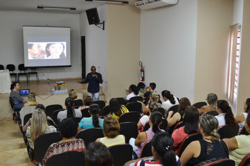 FUNCIONÁRIOS DA EDUCAÇÃO INFANTIL PARTICIPAM DE CAPACITAÇÃO