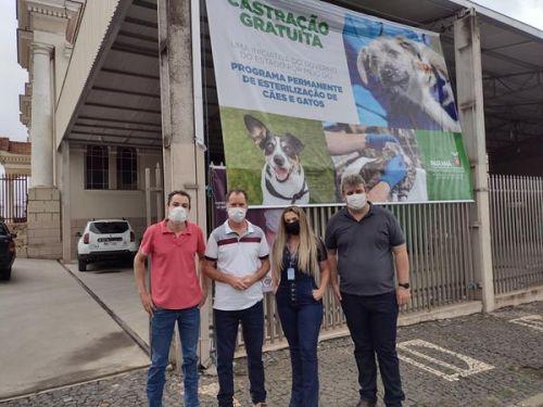 SECRETARIA DE AGRICULTURA DE IMBITUVA PROMOVE JUNTO COM A SECRETARIA DO ESTADO UM TRABALHO DE CASTRAÇÃO EM ANIMAIS.