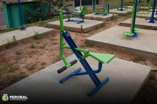 Prefeitura de PEROBAL faz instalação  de nova academia ao ar livre