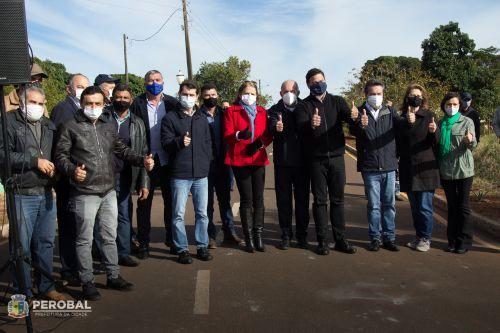 Prefeito Almir de Almeida recebe deputados para inauguração do asfalto que liga Perobal a Saltinho do oeste