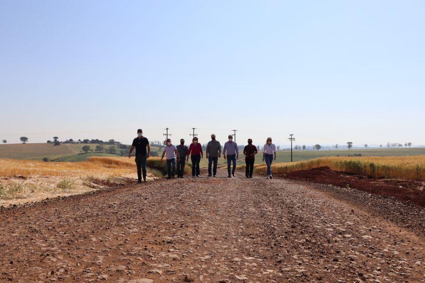 Produtores rurais de Ivaiporã são beneficiados com estradas cascalhadas entre Severiano e Cruzeirinho