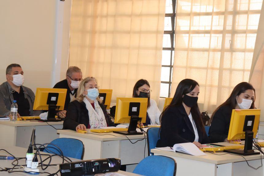 Coordenadora de Defesa Civil de Ivaiporã participa de formação dada por equipe de Curitiba