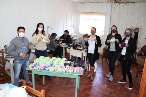 Prefeitura e Rotary Club Ivaiporã produzem máscaras para 2 mil alunos das escolas municipais