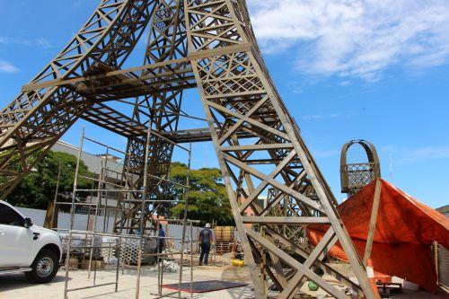 Réplica da Torre Eiffel de Ivaiporã será erguida com auxílio de guindaste com 50 metros