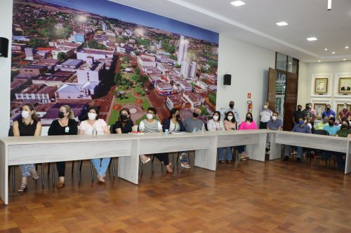 Gestão Carlos Gil e Marcelo Reis lança em Ivaiporã programa de recape em pedras irregulares no valor de R$2,7 milhões