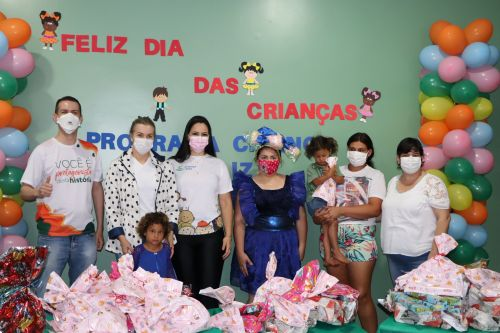 Cresol de Ivaiporã doa 165 brinquedos ao programa Criança Feliz
