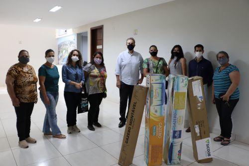 Departamento de Indústria e Comércio da Prefeitura de Ivaiporã entrega 4 barracas à feira de artesanato Arte na Praça