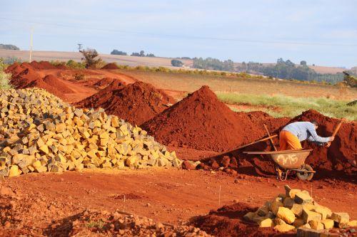 Obra ligará distrito do Jacutinga à comunidade de Cruzeirinho, totalizando 4,3 quilômetros de pavimentação na estrada rural