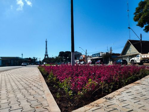 Prefeitura de Ivaiporã conclui construção da Praça França
