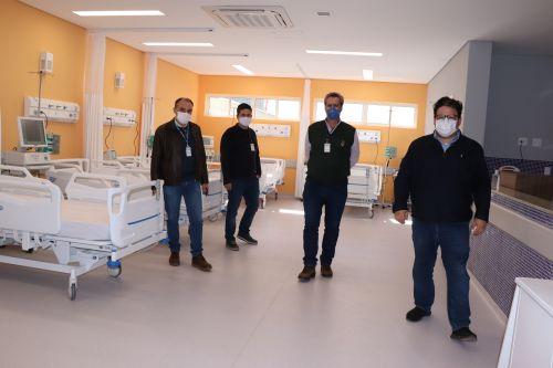 Conrado Ferri e equipe da Pred enaltecem estrutura do Hospital Regional