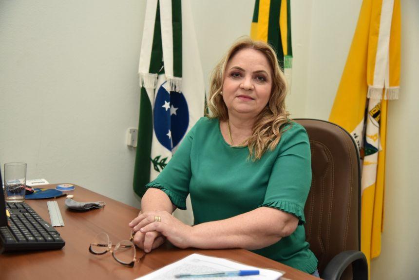 Prefeita Regina antecipa pagamento da primeira parcela do 13° Salário