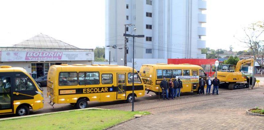 Prefeitura de São Pedro do Ivaí recebe escavadeira hidráulica