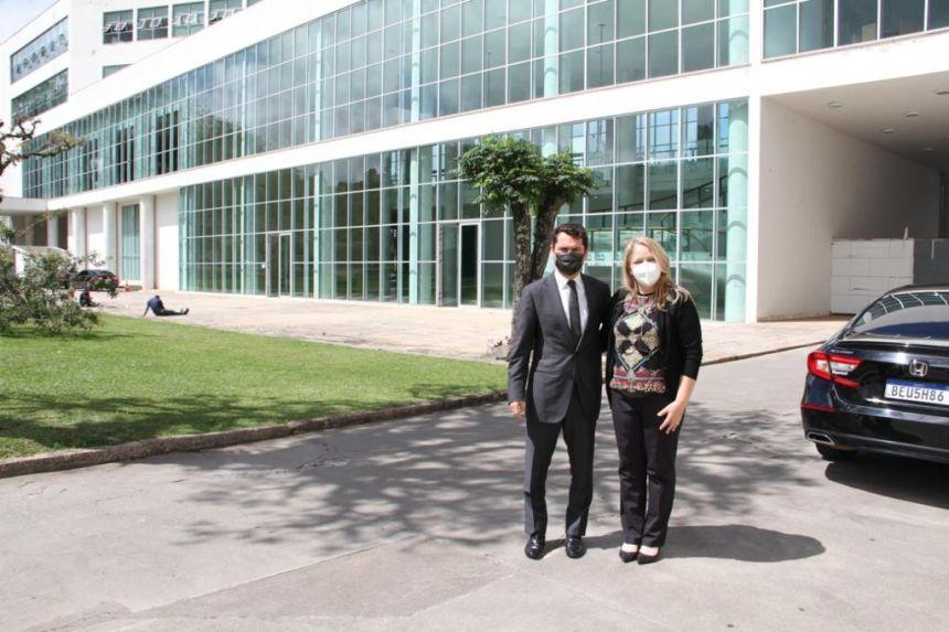 Prefeita de São Pedro do Ivaí se reúne com deputado Alexandre Curi