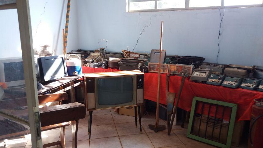 Museu fotos e maquinários fonte de história relíquia de  Uniflor...