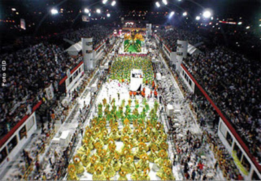 Histórico do carnaval A festa carnavalesca surge a partir da implantação, no século XI, da Semana Santa pela Igreja Católica, antecedida por quarenta dias de jejum, a Quaresma. Esse longo período de privaç